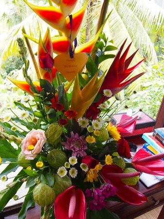 Kama Bisma Cottage : amazing birthday flowers