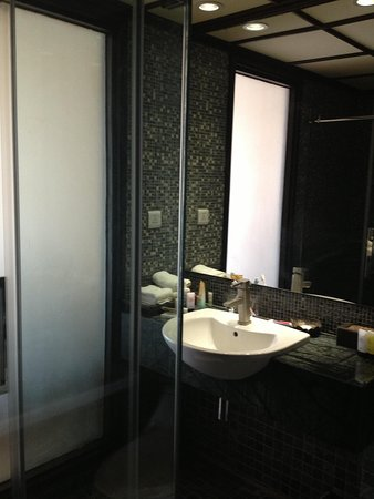 Baan Laimai Beach Resort: Washroom