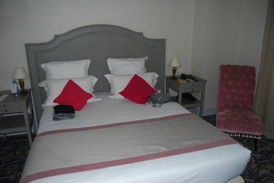 BEST WESTERN Hotel le Donjon: Dormitorio