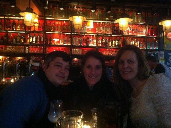 Bar Des Amis: Happy days