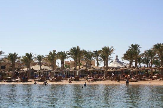Lilly Land Beach Club Hotel : Центральная часть пляжа