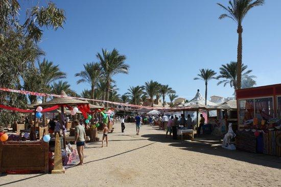 Lilly Land Beach Club Hotel : Обед на пляже