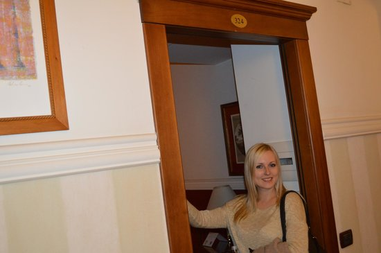 Cosmopolita Hotel: Our room 324
