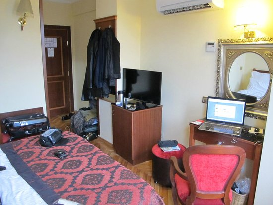 Amber Hotel Istanbul: 307 Room Corner View