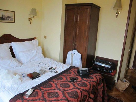 Amber Hotel: 307 Room Corner View