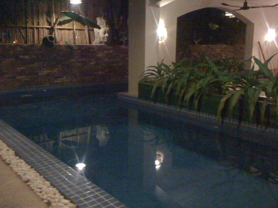 Boutique Cambo Hotel: Pool at night