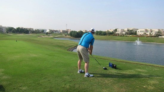 The Address Montgomerie Dubai Golf Course: Hoe much to cut off the corner