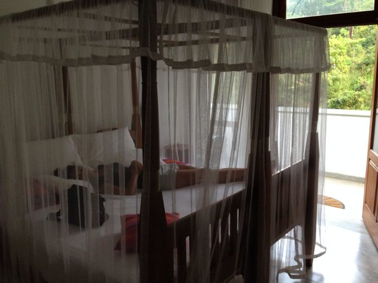Bedrooms with balconies at Hanthana house