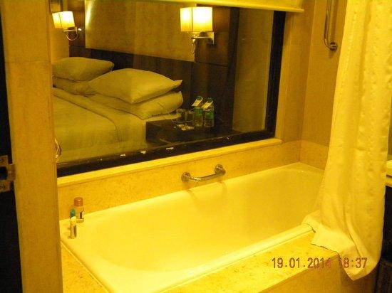 Fortune Select Metropolitan: bathroom