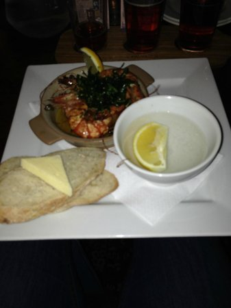 The Barge Inn: Garlic and Chilli King Prawns - Lacking the Chilli and sometimes the Garlic