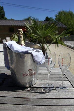 Le 13 : pétanque et champagne