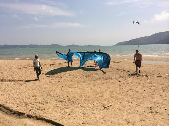 Kite Zone Phuket : On the beach