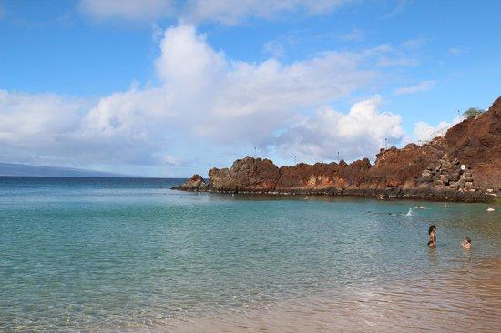Sheraton Maui Resort & Spa : looking towards black rock from the beach