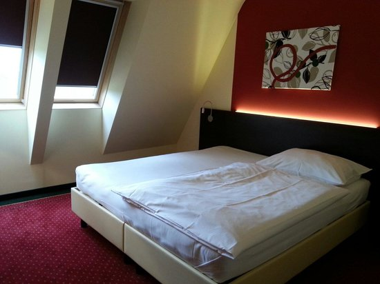 Hotel Karl-Wirt : King size bed !!