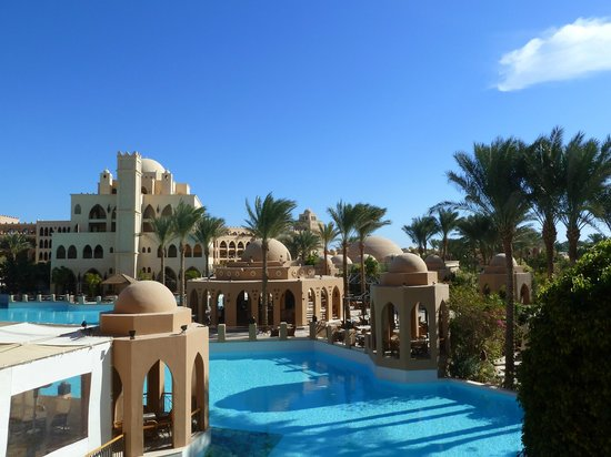 The Makadi Palace Hotel: Вид с холла отеля.