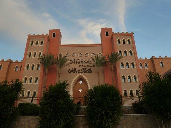 The Makadi Palace Hotel: Центральный вход.