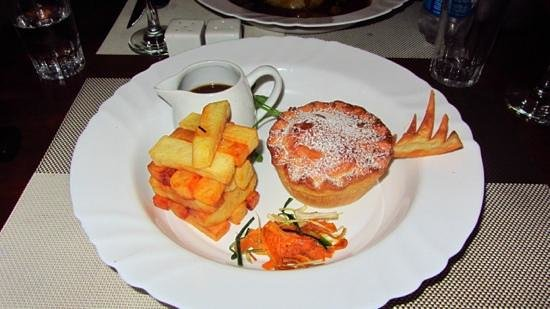 Oliver's With A Twist : steak and ale pie