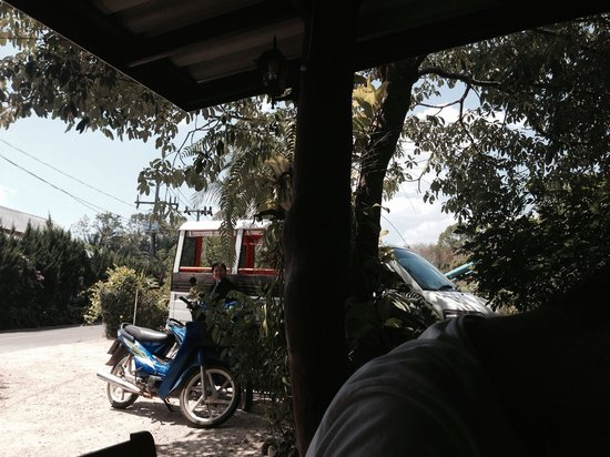 Real Relax Resort & Beauty Massage: View from dinning area (including the resort shuttle bus/taxi)