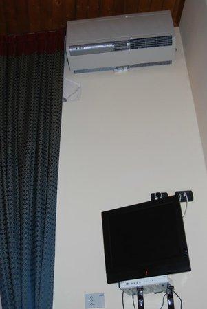 Hotel Il Barocco: A/C y TV