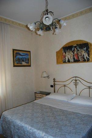 Hotel Sicilia: Decoración