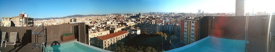 Andante: Terrasse piscine : vue panoramique de Barcelone