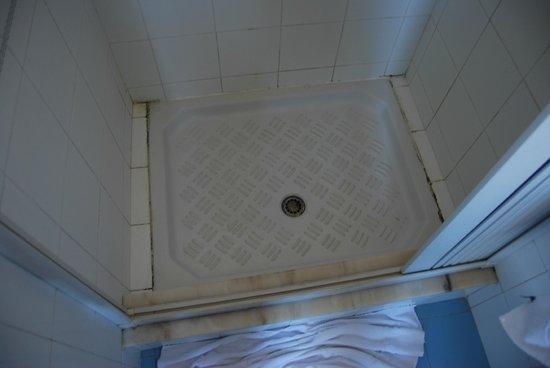 Hotel Sicilia : Suciedad Baño