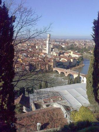 Piazzale Castel San Pietro: Vista verso destra