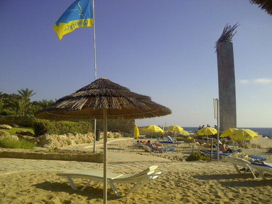 Hotel St. George : Пляж рядом с отелем