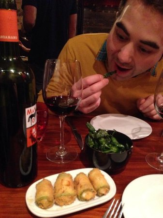Sensi Bistro Barcelona: Goats cheese, honey & courgette parcels, padron peppers & great wine
