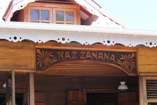 Kaz Zanana: Вход в ресторан