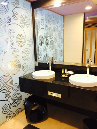 Hotel Riu Plaza Panama: Suite bathroom