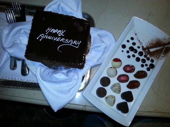 The Taj Mahal Palace : Chocolate Mousse Cake and Choclates