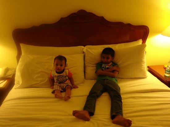 Le Royal Meridien Chennai: My kids relaxing in king size bed