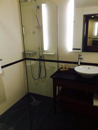 Crowne Plaza Montpellier Corum: Salle de bain
