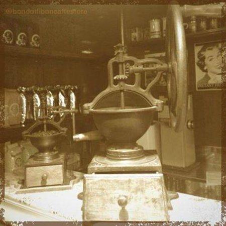 Bondolfi Boncaffe: Historic coffee grinder