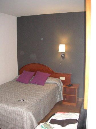 Hotel Cortes: Kuscheliges Bett