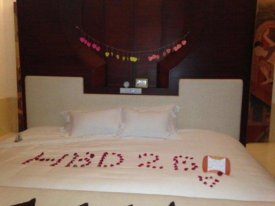 Phulay Bay, A Ritz-Carlton Reserve: Massive King bed
