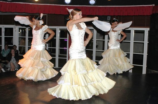 Sol Lanzarote All Inclusive : The Spanish dancers in one of their many dress changes.