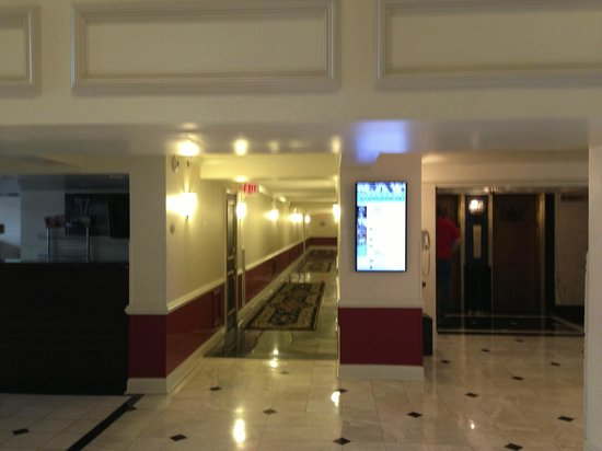 Bourbon Orleans Hotel: Corridors to rooms.