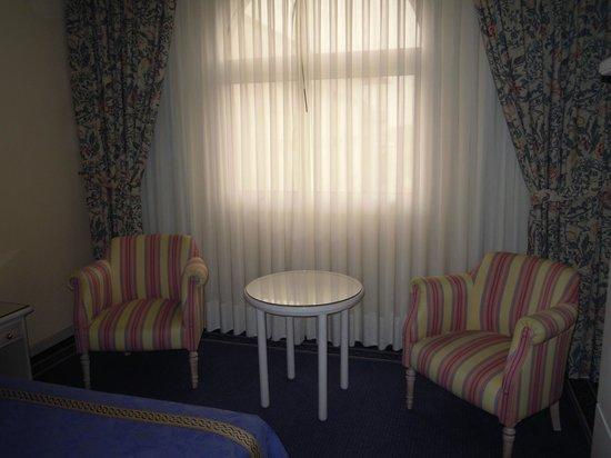 Ayre Hotel Sevilla: Vista de la habitacion