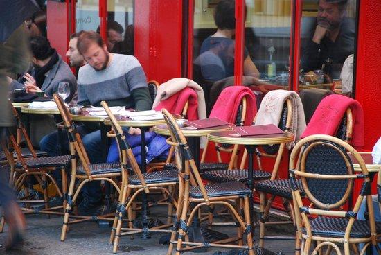 Hotel Relais Saint-Germain: the seats outside