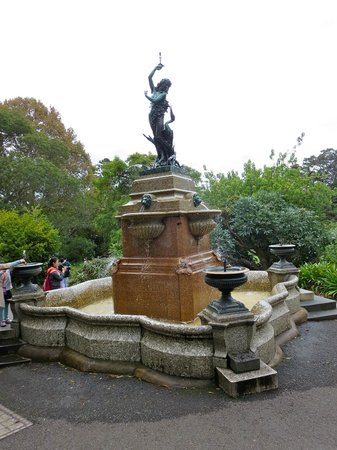 Royal Botanic Gardens: Fountain at the Botanic Gardens