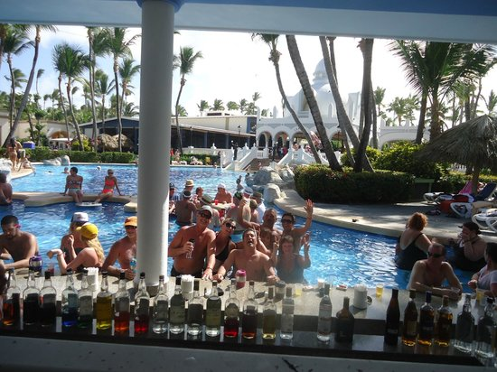 ClubHotel Riu Bambu : pool bar in the afternoon was fun