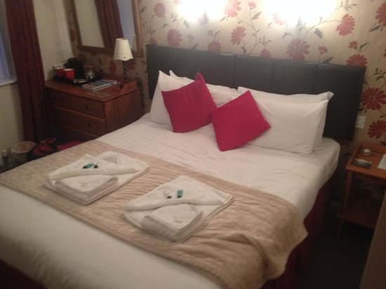 Cambridge House Guest House: Very comfy bed for a good nights sleep!
