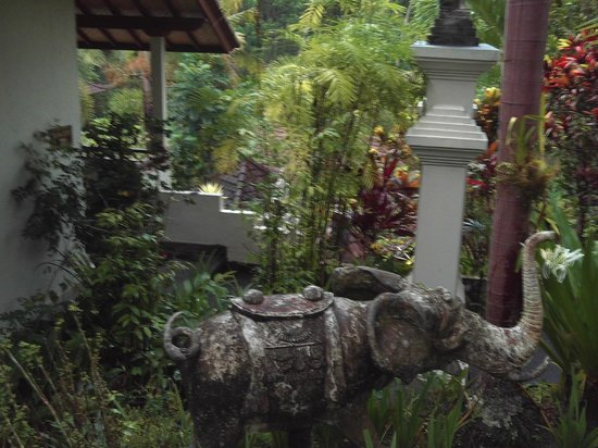 Bali Spirit Hotel and Spa: the courtyard below our room so is pretty