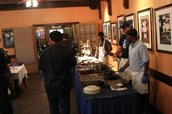 Blue Dog Cafe : omelette and meat table