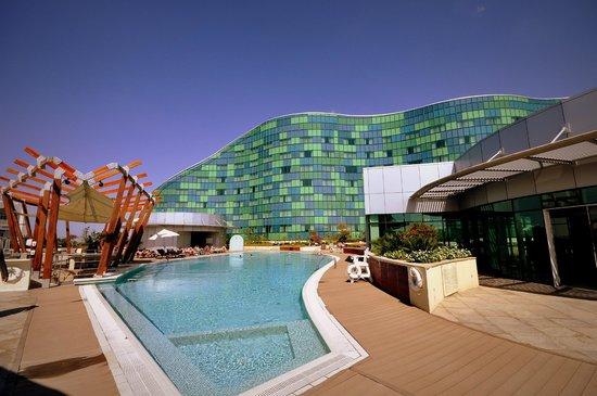 Hilton Capital Grand Abu Dhabi : The Pool