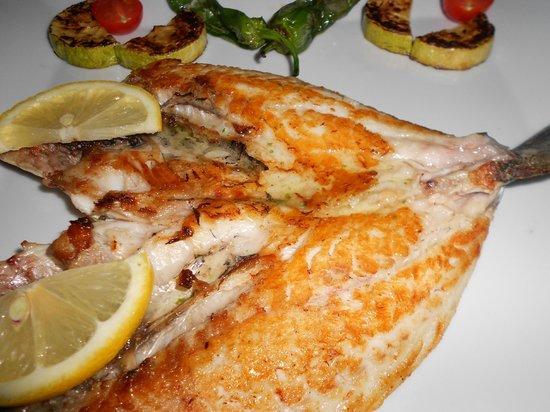 Restaurante Racó de Paco: Nuestros pescados siempre frescos y sabrosos....