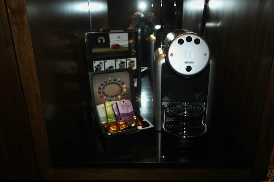 Hotel Golden Tulip Amsterdam West: machine a café
