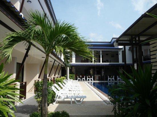 Phangan Island View Hotel : Vue sur l'Hôtel